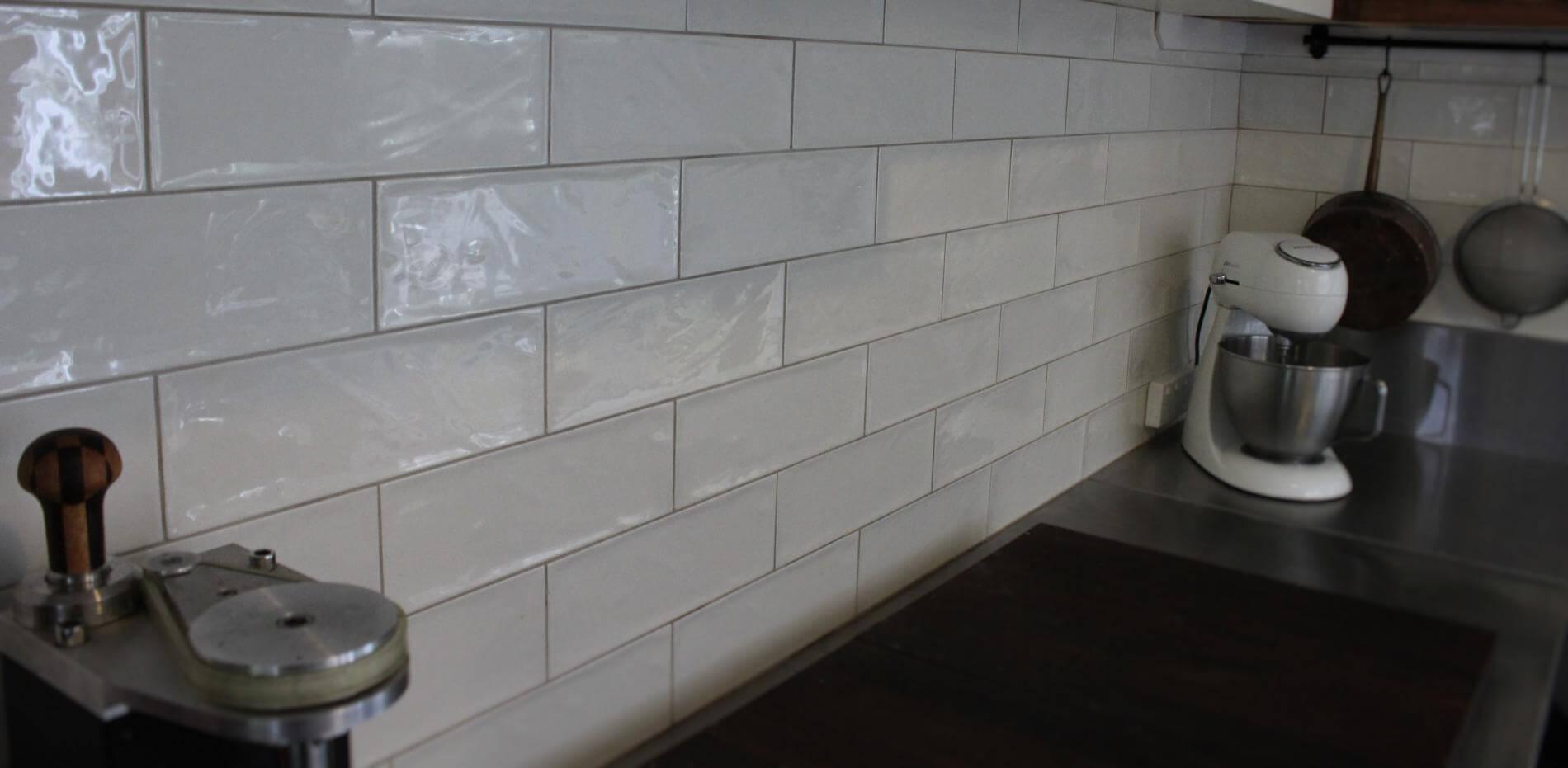 white subway rustic kitchen wall tiles